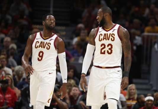 Déjà coéquipiers à Miami, Dwyane Wade et LeBron James portent à nouveau le même maillot.
