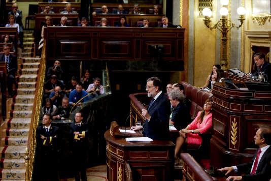 Le premier ministre espagnol, Mariano Rajoy, mercredi après-midi, devant le Parlement espagnol.