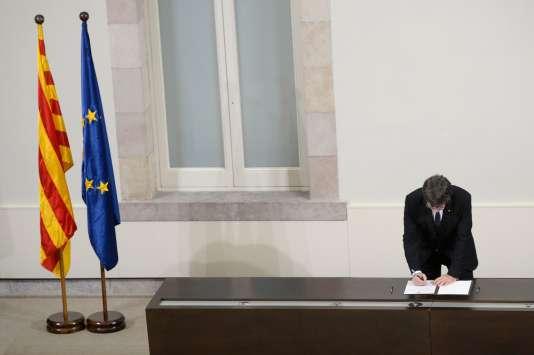 Le président catalan, Carles Puigdemont, le 10 octobre au Parlement de Barcelone.