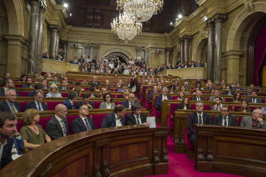 Session du parlement de Catalogne au cours de laquelle le président Carles Puigdemont a proclamé l'indépendance de la Catalogne et en a suspendu aussitôt l'application, le 10 octobre.