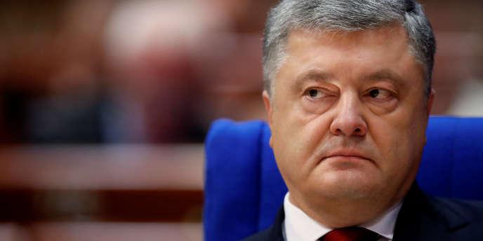 «La mort nous a arraché Levko Loukianenko, un symbole vivant de l'invincibilité de l'esprit ukrainien et l'un de ceux qui nous ont obtenu l'indépendance au 20e siècle», a déclaré le président ukrainien Petro Porochenko sur sa page Facebook.