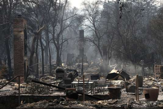 Restes calcinés d'habitations après le passage de l'incendie à Glen Ellen (Californie), le 10octobre.