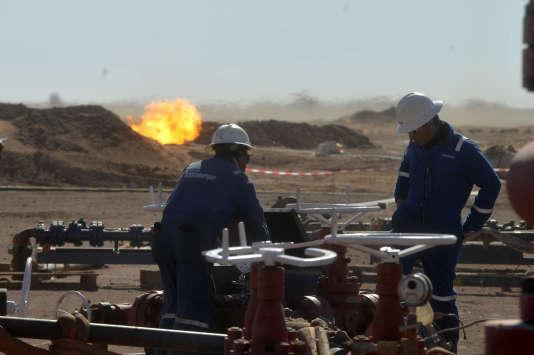 Un puits exploité par la compagnie nationale algérienne Sonatrach, à In Salah, dans le Sahara, en décembre 2014.