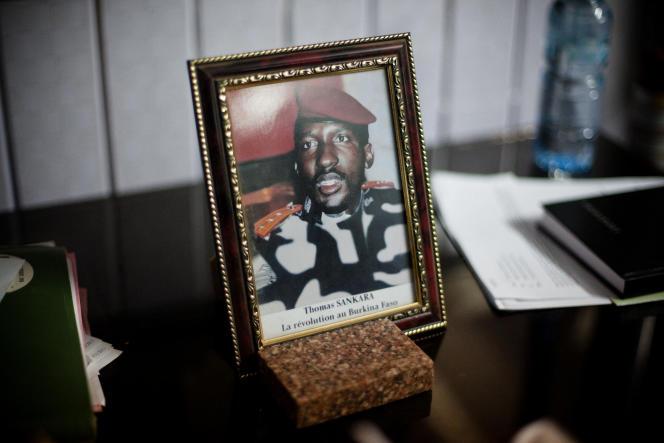 Une photo de Thomas Sankara trône sur le bureau de Bénéwendé Sankara (aucun lien de parenté), leader de l'Union pour la renaissance/Parti sankariste, à Ouagadougou, au Burkina Faso.