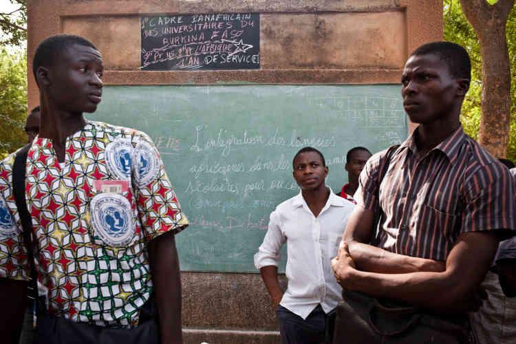 A l'université, le collectif «Deux heures pour nous, deux heures pour l'Afrique» organise depuis 2013 un débat quotidien sur des questions d'actualité.