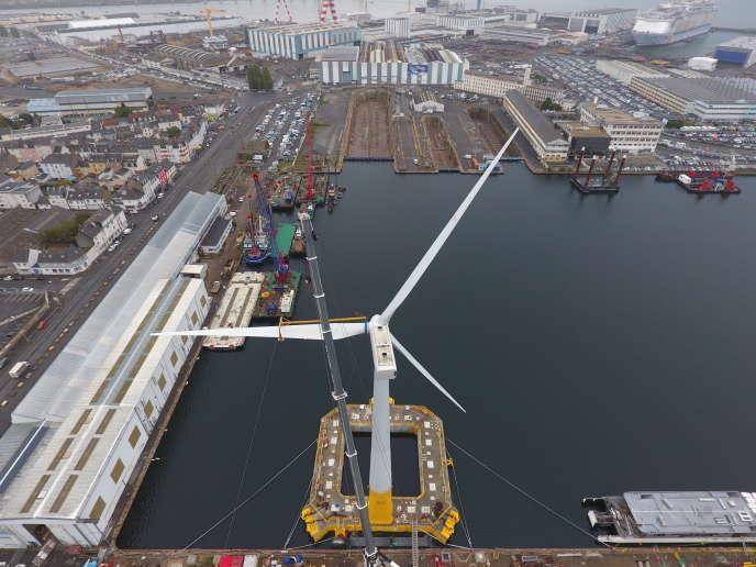 L'éolienne flottante du projet Floatgen a été montée dans un bassin du port de Saint-Nazaire. Elle sera prochainement remorquée au large du Croisic.