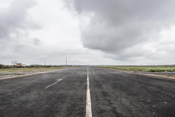 Les anciennes pistes de manœuvre et de décollage des avions.