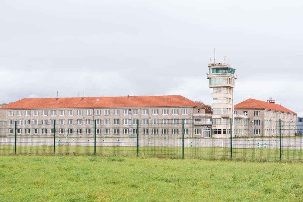 A Brétigny-sur-Orge (Essonne), l'ancienne tour de contrôle principale de la base aérienne 217 surplombe le site, désaffecté en 2012. Une petite partie de l'aéroport reste un terrain militaire, mais 300 hectares sont reconvertis en activités innovantes créatrices d'emplois.