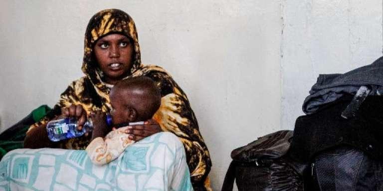 Une mère et son enfant oromo dans un camp temporaire de personnes déplacées, à Adama, en Ethiopie, le 4 octobre 2017.