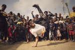 B-Boy Lilou, champion du monde de breakdance, lors d'une visite à Lagos.