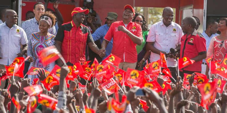 A Nairobi, le 10 octobre 2017, le président kényan Uhuru Kenyatta et son vice-président Willima Ruto en meeting de campagne électorale pour la nouvelle présidentielle fixée au 26 octobre après l'annulation par la Cour suprême du scrutin du 8 août pour « irrégularités».