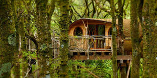 Construite en bois local, ces cabanes s'intégrent parfaitement dans le paysage.