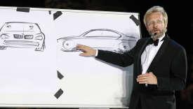 Chris Bangle, directeur du design de BMW, présente l'un des modèles de la marque, en juillet 2008.