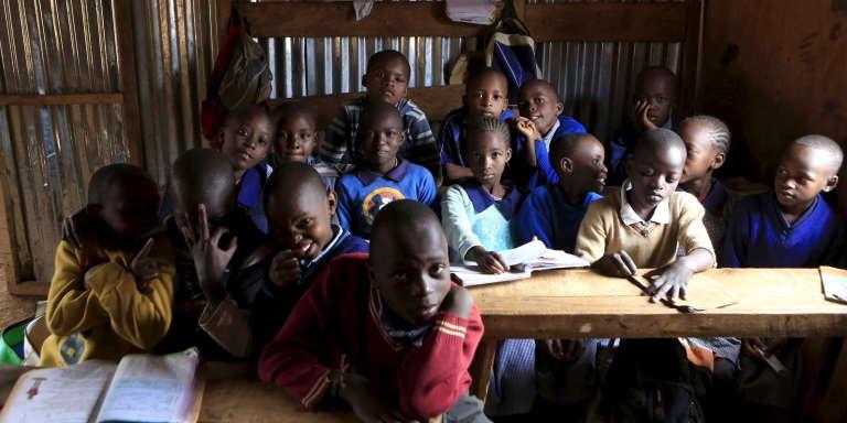 Une classe de l'école Gifted Hands dans le bidonville de Kibera à Nairobi, au Kenya, en septembre 2015.