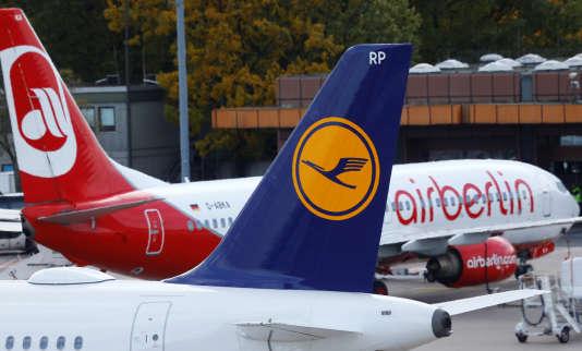 Des avions de Lufthansa Air Berlin, à l'aéroport de Berlin-Tegel, le 12 octobre.