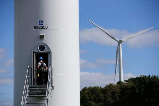 Une ferme éolienne à Radenac (Morbihan), le 3 octobre.