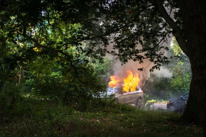 Un collectif avait appelé à une «chasse aux DRH» à l'occasion de l'ouverture de ce congrès, consacré à la réforme du code du travail. Sept véhicules en stationnement avaient été dégradés, dont trois incendiés.