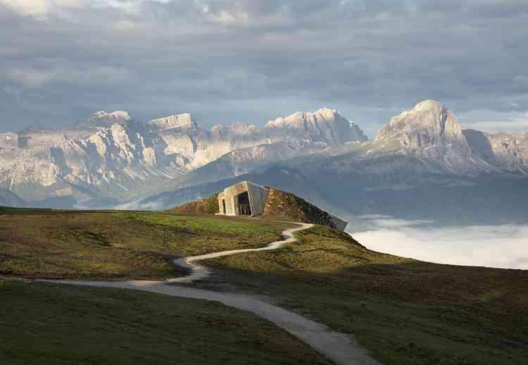Le Messner Mountain Museum Corones, à Bolzano, en Italie. Il a été construit par Zaha Hadid.