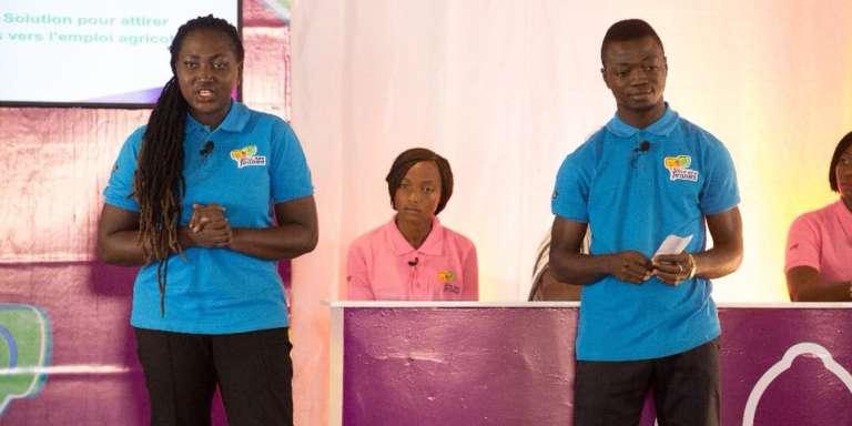 Les étudiants ivoiriens sur scène lors du concours au siège de la Banque africaine de développement (BAD), le 3 février 2017, à Abidjan.