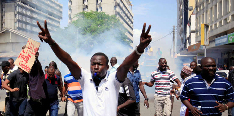 Manifestation d'opposants à Mombasa, au Kenya, le 13 octobre.