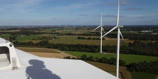 Inspection d'une éolienne en Bretagne.