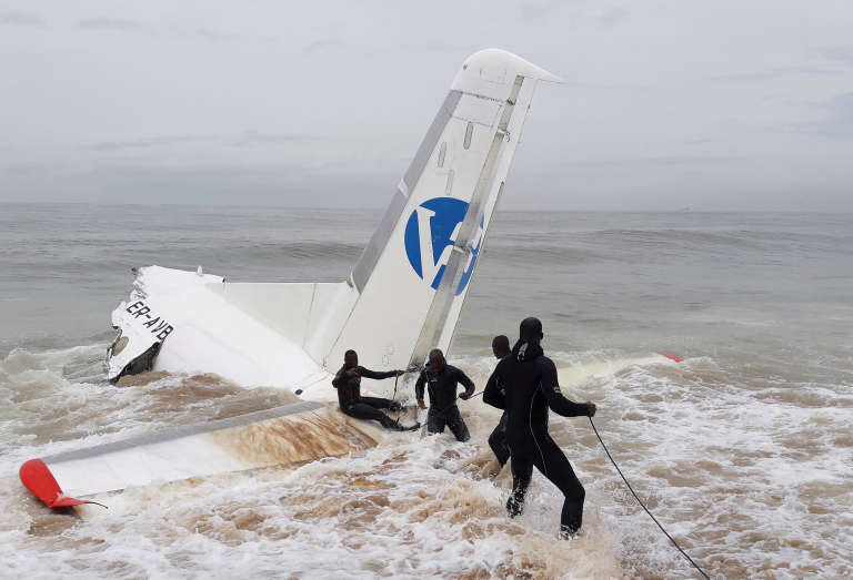 Un avion s'est écrasé en mer près de l'aéroport international d'Abidjan, samedi 14 octobre.