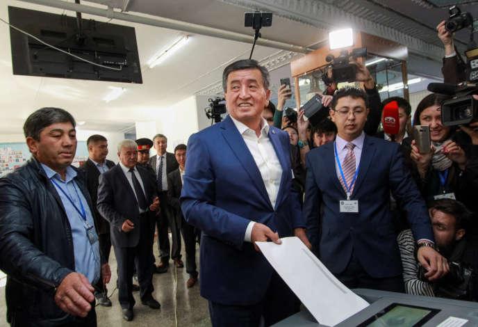 Sooronbai Jeenbekov est arrivé en tête de la présidentielle au Kirghizistan.