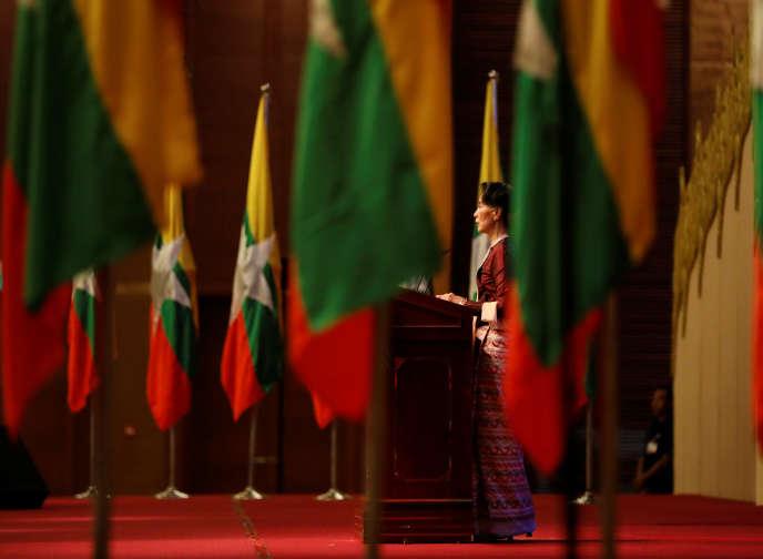 Aung San Suu Kyi, lors d'une allocution à Naypyidaw, le 15 octobre.