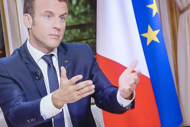 Emmanuel Macron, président de la République, est interviewé sur TF1, dimanche15octobre 2017.