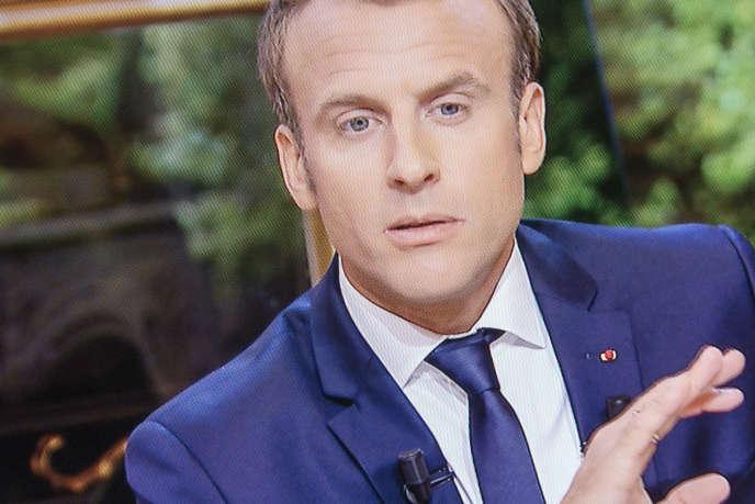 «En supprimant les niches fiscales qui n'auraient plus lieu d'être, les recettes de la CFG avoisineraient celles attendues de l'impôt sur le revenu et de la CSG» (Photo: Emmanuel Macron sur TF1, le 15 octobre).