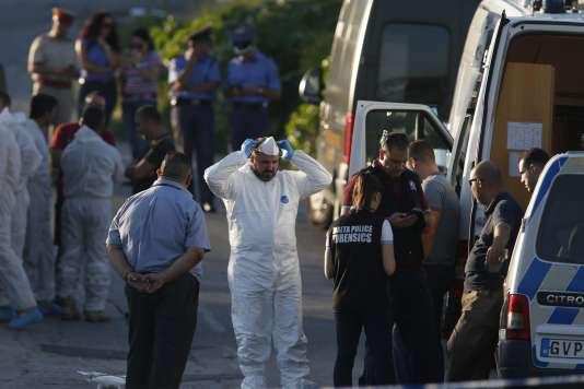 Les forces de police déployées sur les lieux de l'explosion du véhicule de Daphne Caruana Galizia.