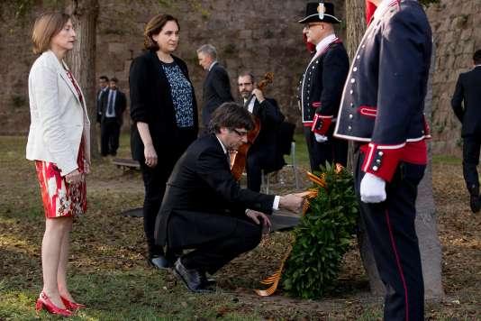 Carles Puigdemont, dimanche 15 octobre, au château de Montjuïc, à Barcelone, lors d'une cérémonie marquant les 77 ans de la mort de Lluis Companys, une figure de l'indépendantisme catalan, fusillé en 1940 par le régime franquiste.