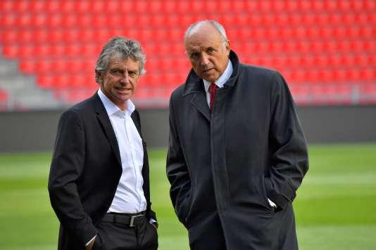 Le coach de l'équipe de Rennes, Christian Gourcuff (à gauche) en train de parler avec le président du club, René Ruello (à droite), le 19 septembre.
