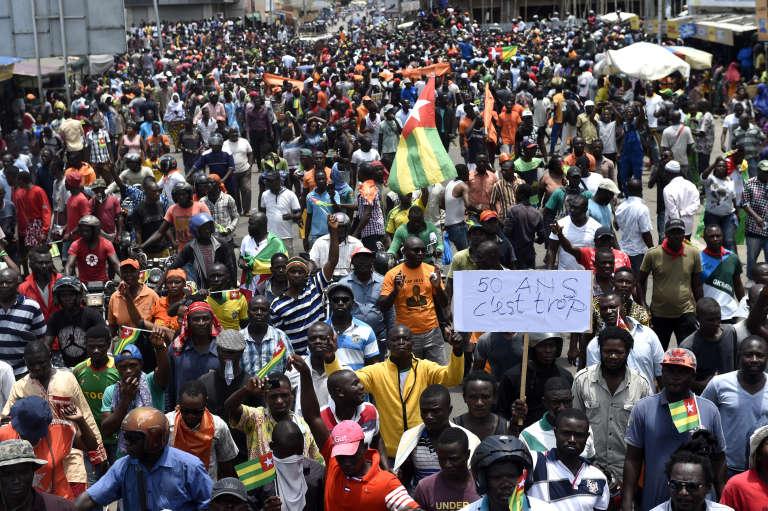 Le 6 septembre 2017, des dizaines de milliers de manifestants se sont réunis dans tout le Togo, ici à Lomé, pour demander le départ du président Gnassingbé, au pouvoir depuis douze ans.