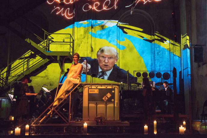 Une scène de l'opéra «Kein Licht» lors de sa création le 25 août 2017 à Duisbourg, en Allemagne.