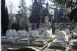 « L'épouse de Jean, en instance de divorce avec celui-ci, et leurs filles, Helena et Julia, les assignent en référé devant le tribunal d'instance de Longjumeau, et font interdire l'exhumation » (Photo du cimetière de Sainte-Geneviève-des-Bois).