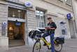 Le vélo électrifié est devenu un moyen de déplacement courant pour les agents postaux. Fort de cette expertise, Bemobi, filiale de La Poste, se lance dans l'offre de mobilité professionnelle.