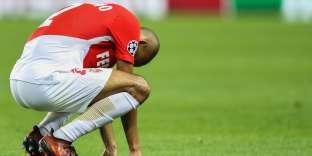 La déception de Fabinho après la défaite de Monaco face à Besiktas.
