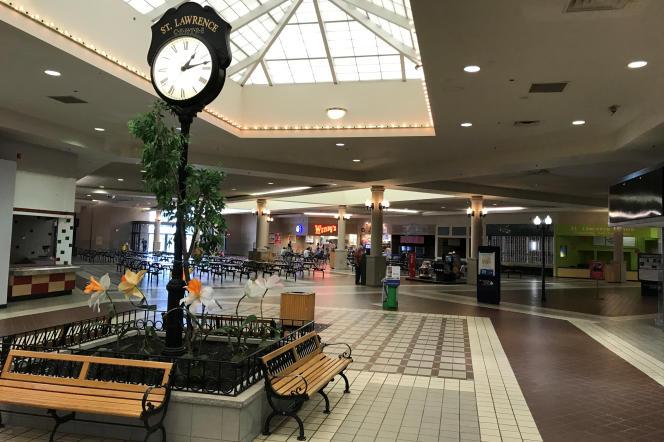 Le centre commercial St. Lawrence à Massena (Etat de New York), aux Etats-Unis, en juin 2017.