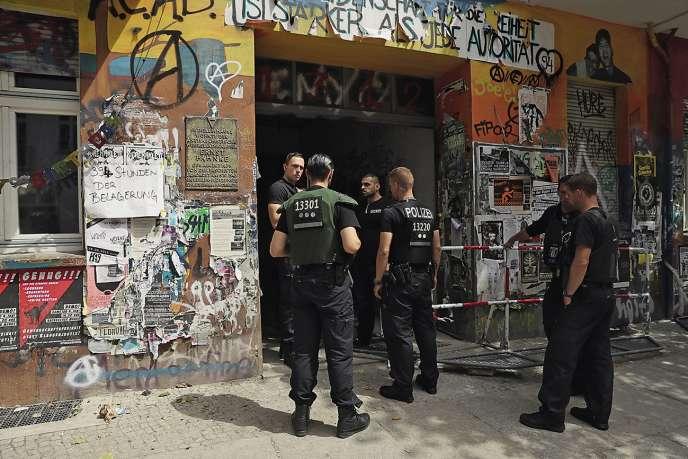 La Rigaer Strasse, un des derniers squats de Berlin, est souvent le théâtred'affrontements entre militants d'extrême gauche et forces de l'ordre.