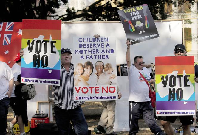 Des opposants au mariage homosexuel manifestent à Sydney, le 23 septembre.