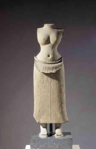 Ce drapé de statue antique fut utilisé par l'artiste Hannah Höch qui, dans ses photo-montages, se plaisait à décloisonner les genres et à dénoncer les stéréotypes féminins.