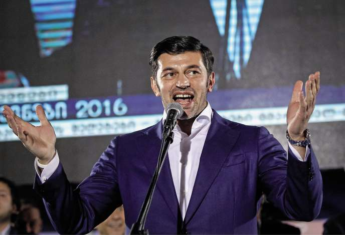 Kakhaber Kaladze – ici en campagne pour les législatives de 2016 – est vice-premier ministre et ministrede l'énergiede Géorgie.