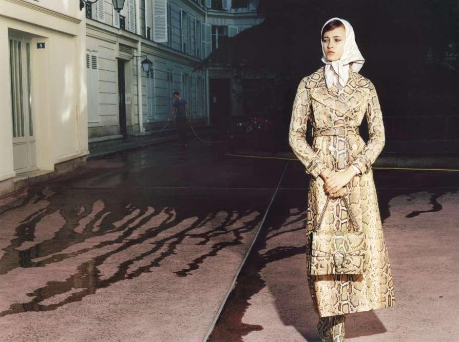 Manteau, bottes et sac en python, Gucci. Pull en laine, Forte Forte. Foulard en soie, Hermès.
