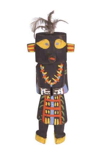 A cette époque, l'artiste réalise de nombreux costumes et des masques pour les bals et soirées dada en s'inspirant de poupées des Indiens Pueblo - découvertes par Emil Nolde.