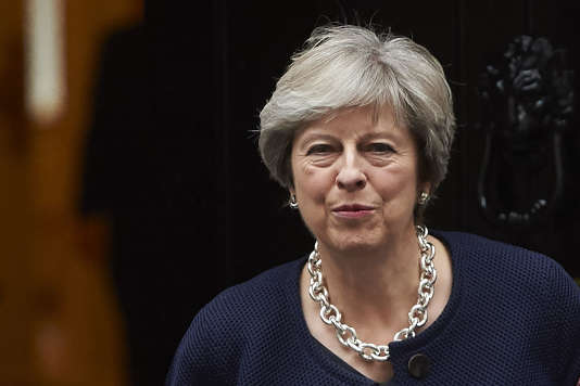La première ministre britannique, Theresa May, en route pour la Chambre des communes le 18 octobre.
