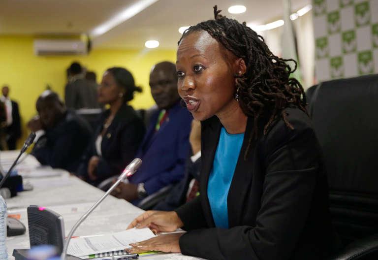 Roselyn Akombe – ici le 29 mai 2017–, membre de la Commission électorale indépendante kényane (IEBC) a annoncé sa démission de l'instance le 18 octobre 2017, arguant qu'elle ne souhaitait pas participer à une « parodie » d'élection présidentielle le 26 octobre.