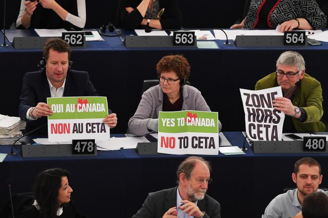Une majorité des eurodéputés français - dont les écologistes - se sont opposé à la ratification du CETA par le Parlement européen, le 15 février 2017.