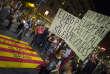 « Nous ne voulons plus de l'Europe si elle ne nous aide pas», clame un manifestant catalan, mardi 17 octobre, à Barcelone.