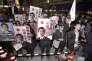 Le 18 octobre, des supporteurs de Shinzo Abe lors de la campagne pour les législatives du 22 octobre 2017. Sur les pancartes : « Vive le premier ministre Abe».